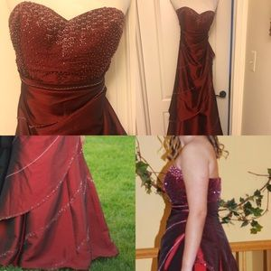 Dresses & Skirts - Gorgeous PROM GOWN Size 8